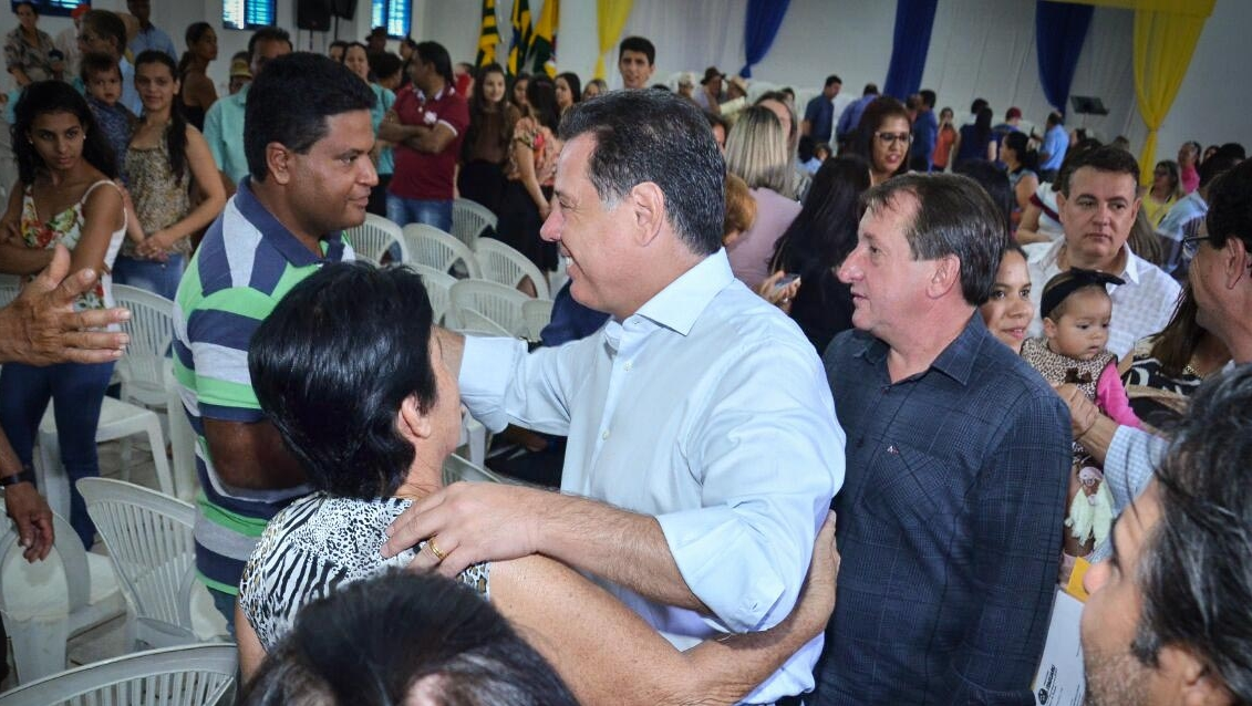 Marconi assina convênio de R$ 6 milhões para construção de 100 casas em Itaguaru