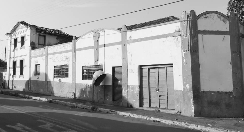 Demolido prédio histórico em Palmeiras de Goiás, o casarão de João Mendonça