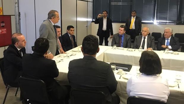 Marconi e Iris se reúnem na Prefeitura de Goiânia para firmar parcerias