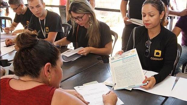 Moradores de Ceilândia são beneficiados com escrituras de mais de mil lotes