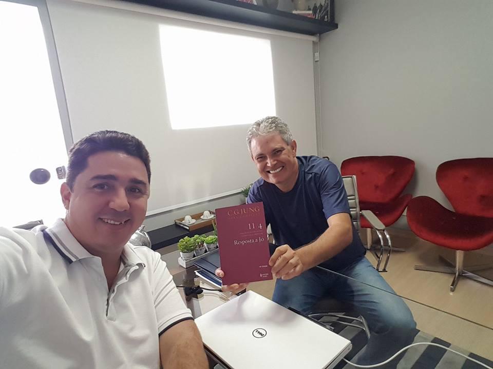 Jornalista Edmar Oliveira lança livro que mergulha no humanismo profundo de uma família