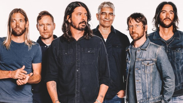 Com produtor de Sia e Adele, Foo Fighters assume seus ídolos de peito aberto em Concrete and Gold