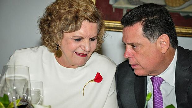 Na festa da Adial, Lúcia Vânia não saiu de perto de Marconi Perillo. Conversaram longamente