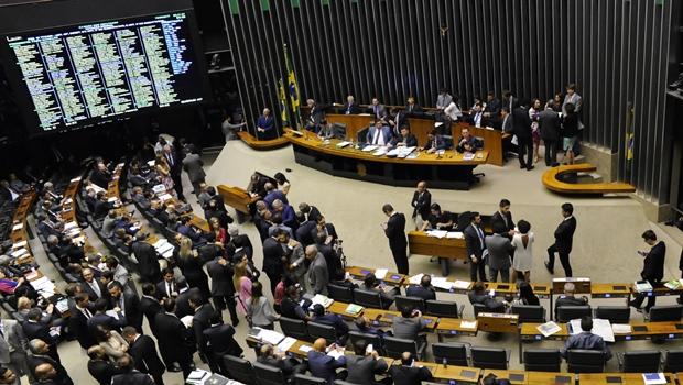 Câmara aprova regulamentação de serviços de transporte por aplicativo