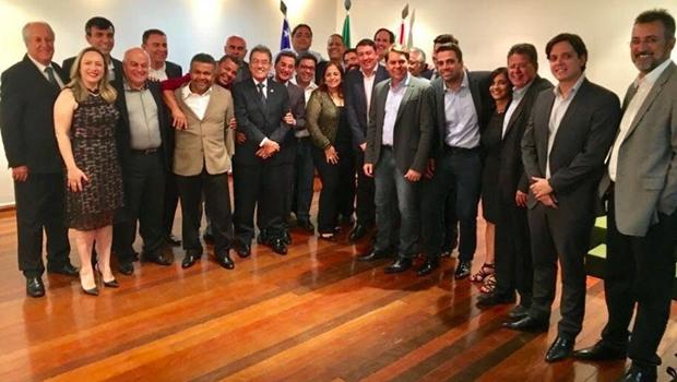 Vitti mostra força ao reunir deputados do governo e da oposição em jantar