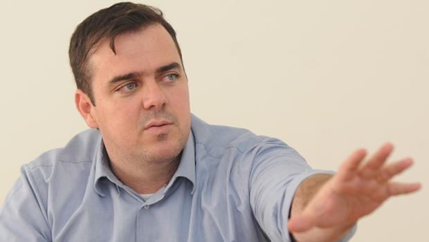 Gustavo Mendanha visita GCM alvejado em tentativa de assalto