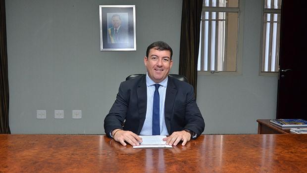 Vitti dá posse a 15 novos servidores aprovados em concurso