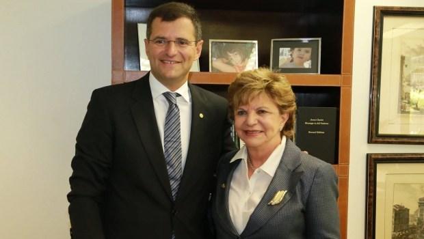 Candidatos a deputado federal dizem que Lúcia Vânia erra ao só pedir votos para Marcos Abrão