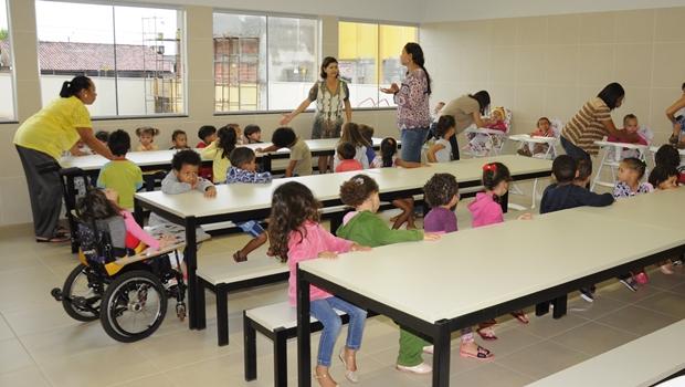 Prefeitura paga salário reduzido a servidores da Educação e causa polêmica