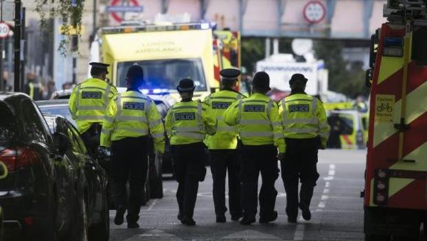 Vagão do metrô de Londres explode e polícia investiga ato terrorista