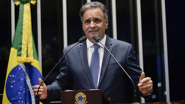 Senado contraria STF e devolve mandato de senador a Aécio