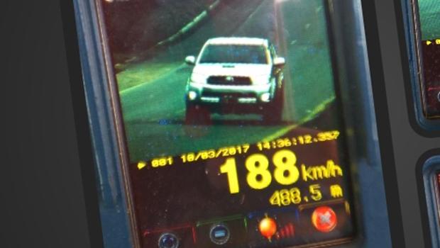 Caminhonete é flagrada a 188 km/h em estrada de Goiás