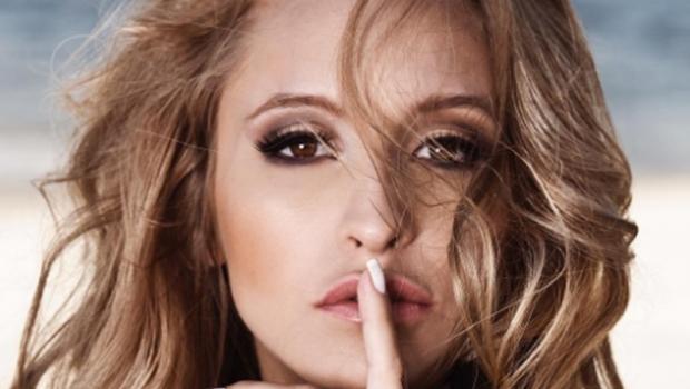 Ex-Chiquitita faz ensaio sensual para a Playboy. Veja foto
