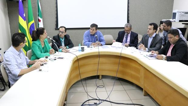 Vereadores vão a Iris cobrar providências para caos na Saúde da capital