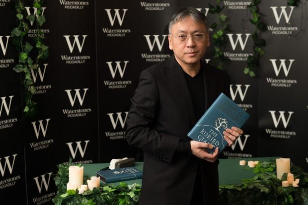 Kazuo Ishiguro sugere que o esquecimento é uma porta aberta para a paz entre os povos