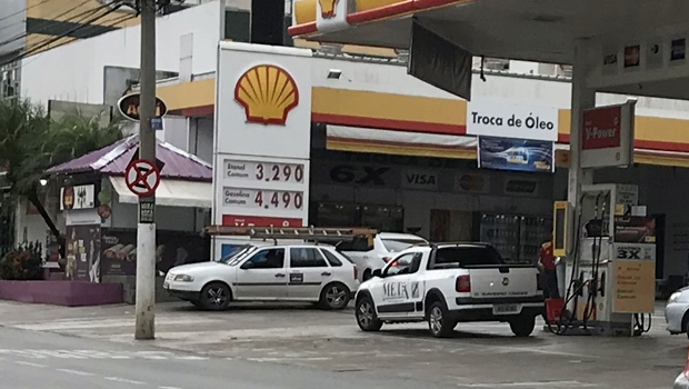 "Marconi abre ""caixa preta"" e divulga preços de postos de combustível de Goiás"