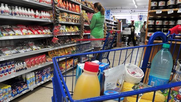 Supermercados do DF deverão ter empacotadores
