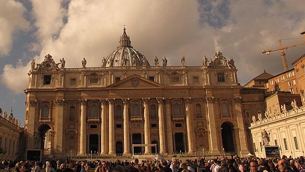 Depois de denúncia, Vaticano anuncia que vai investigar supostos abusos sexuais