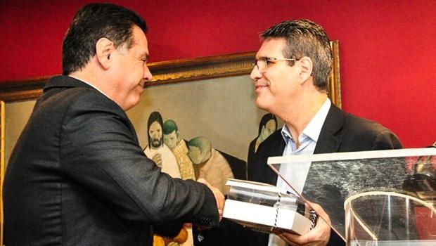 """Marconi diz que livro de Francisco Jr é """"manual"""" para desenvolvimento urbano de Goiânia"""