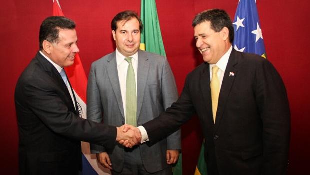 Ao lado de Rodrigo Maia, Marconi recebe presidente do Paraguai em Goiás