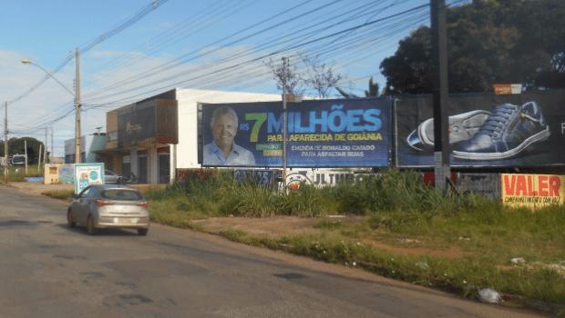 Outdoors de Caiado em Aparecida anunciam verba que nunca chegou