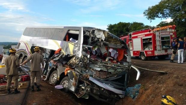 Acidente mata um e deixa mais de 30 feridos na BR-153