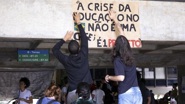 Apenas 15% dos brasileiros têm ensino superior completo, mostra IBGE