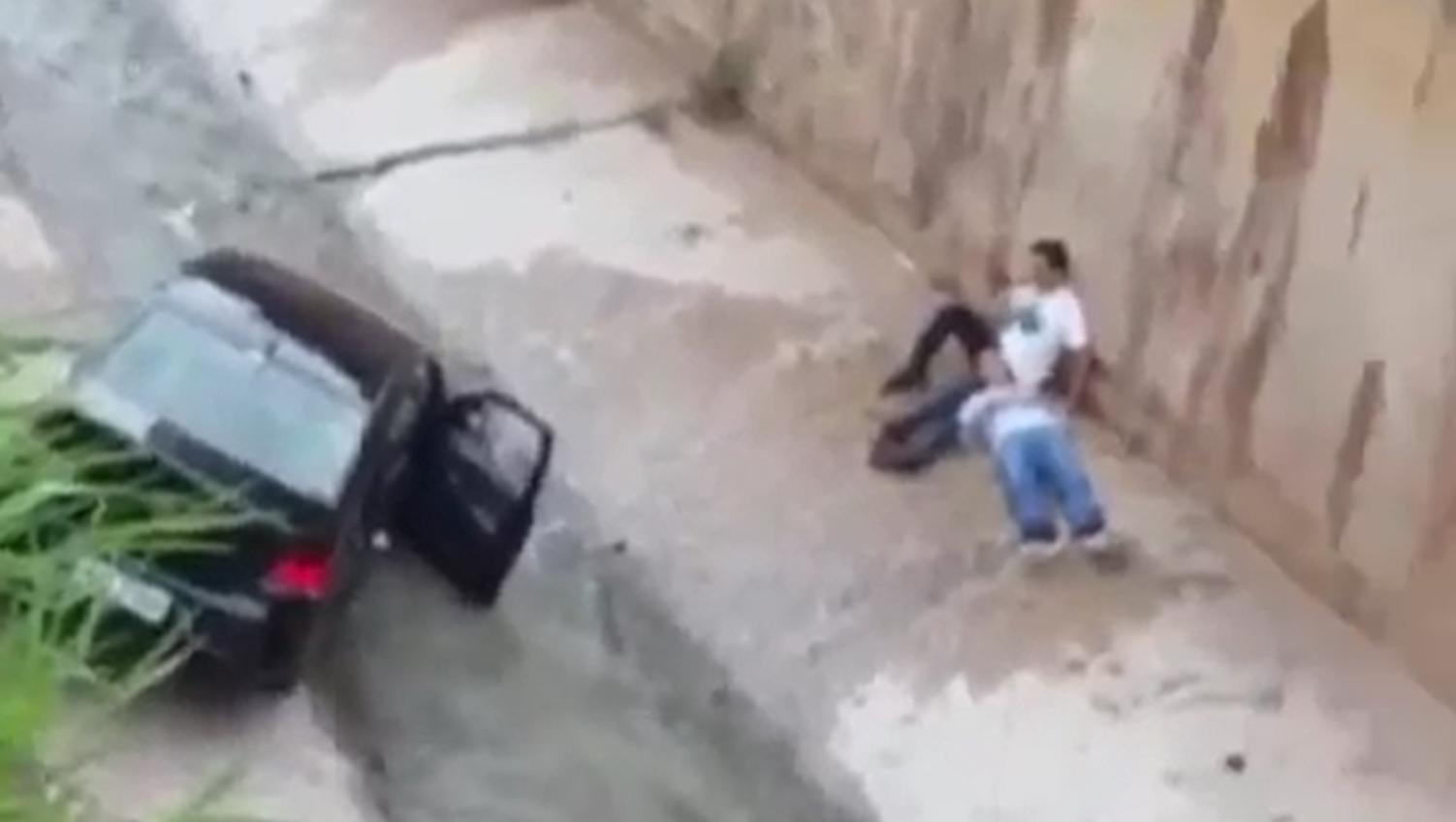 Carro cai no córrego Botafogo e Marginal fica interditada
