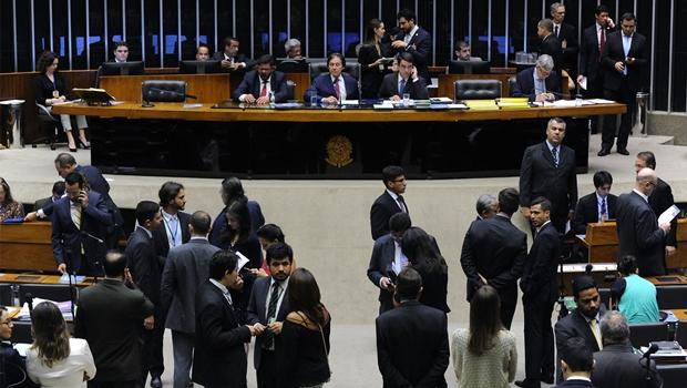 Congresso derruba veto sobre autofinanciamento eleitoral e limite para gasto de campanha