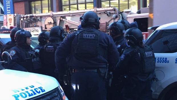 Explosão atinge terminal de ônibus na região da Times Square, em Nova York