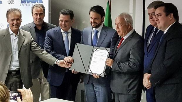Governo de Goiás e Ministério de Cidades assinam contrato de R$ 380 mi para saneamento