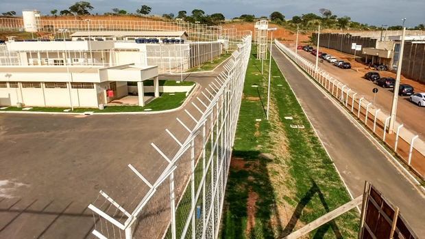Governo de Goiás entrega duas penitenciárias no Entorno