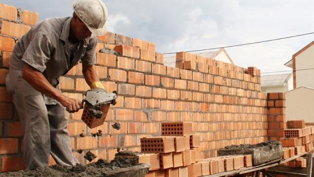 Ministério das Cidades divulga municípios beneficiados pelo Cartão Reforma. Confira
