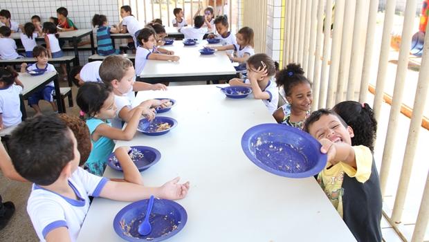 Vereador pede explicações de Gestão Iris sobre desperdício de merenda escolar