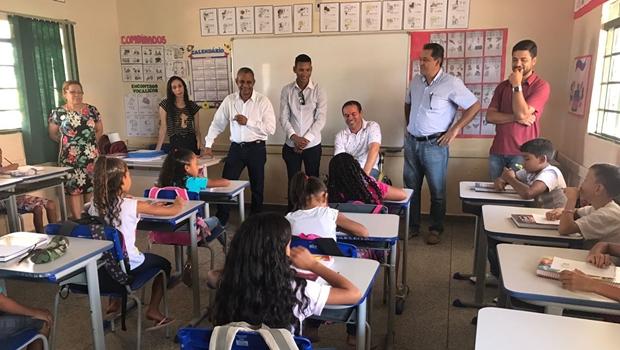 Parceria com Estado tira 180 alunos de salas de aula improvisadas em Posse