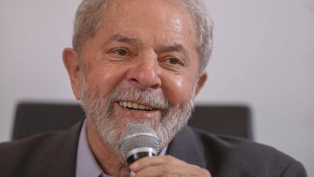 STF adia sessão, mas concede liminar para que Lula não seja preso até 4 de abril