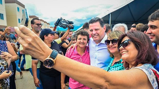 Marconi Perillo atende prefeitos de maneira personalizada