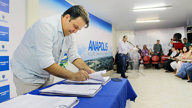 Roberto Naves convoca servidores concursados na área da saúde