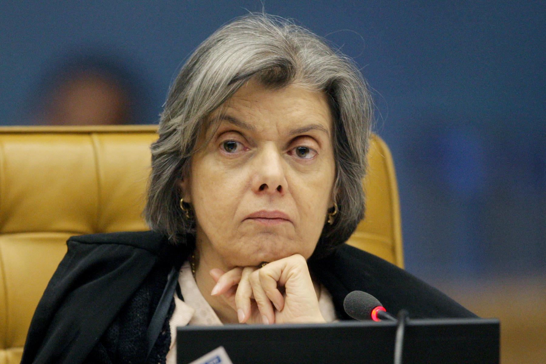 Cármen Lúcia sugere que está nascendo um Brasil que respeita as instituições e as leis