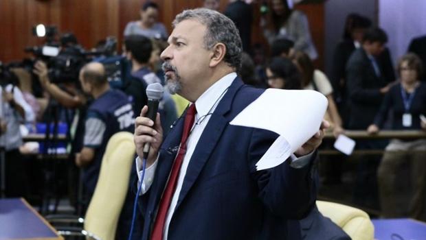 Relatório da CEI da Saúde será implacável, diz Elias Vaz