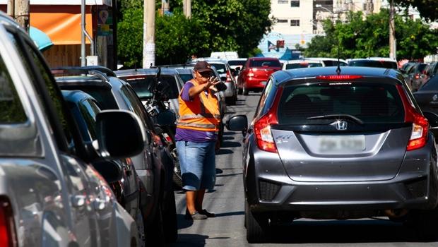 Prefeitura de Goiânia ignora lei para regulamentar flanelinhas em Goiânia