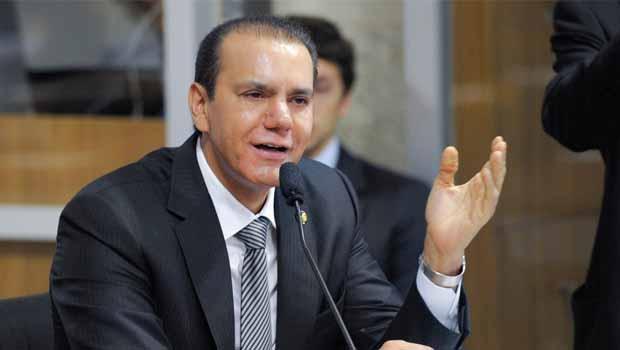 """Geraldo Alckmin e Ataídes Oliveira se """"estranham"""""""