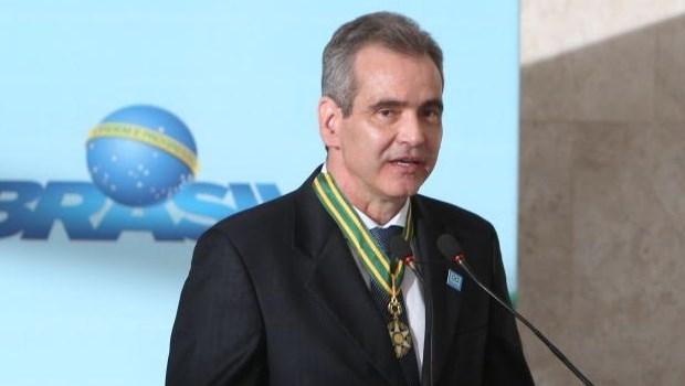 Leonardo Vilela recebe homenagem e defende mais recursos para o SUS