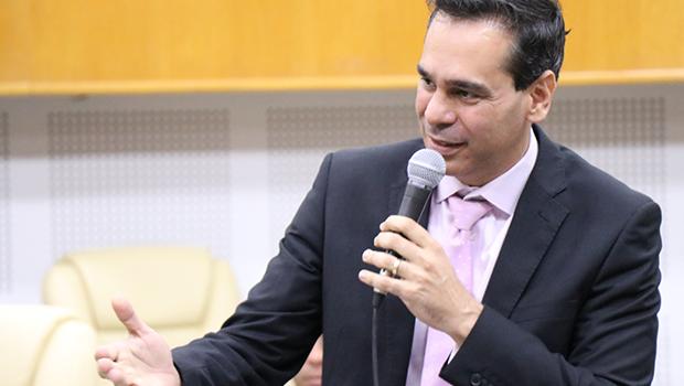 Vereador critica aumento de 400% para procuradores e diz que está sendo perseguido pela categoria