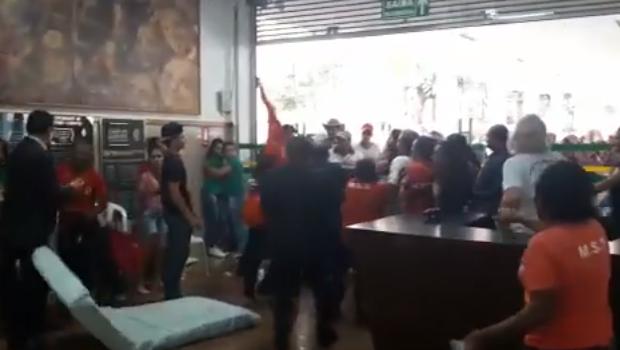 Presença do MST na Assembleia de Goiás termina em pancadaria. Veja vídeo