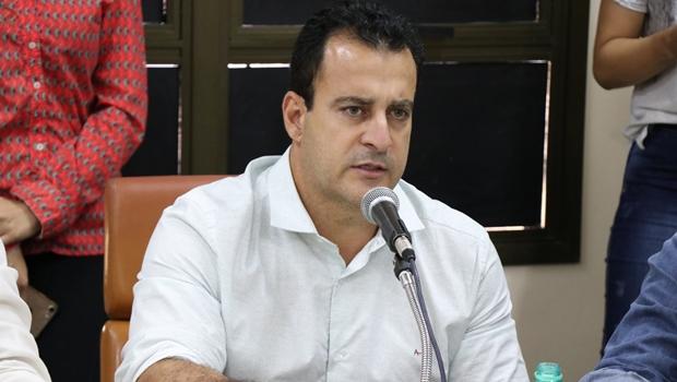 Aliado de Caiado ignora caos em Goiânia e tenta fazer palanque na CEI da Saúde