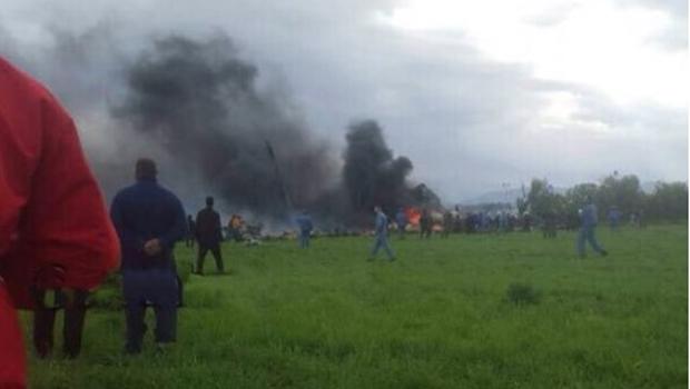 Queda de avião militar na Argélia deixa mais de 180 mortos