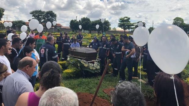 Corpo de médico morto com suspeita de H1N1 é sepultado em Goiânia