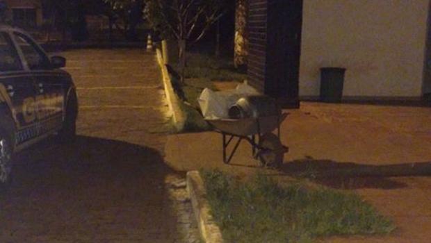 Homem é preso em flagrante furtando cemitério