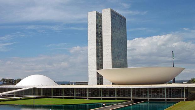 PSL deve instaurar processo por infração disciplinar contra Eduardo Bolsonaro, Vitor Hugo e outros 17